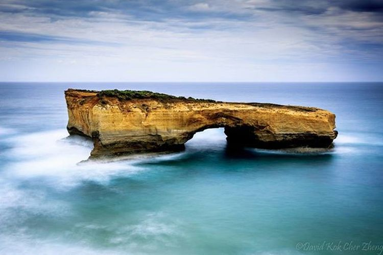 Loch Ard Gorge- magnificent rock stacks! 😍 Throwback Cliff Canon Longexposure Travel 12apostles Greatoceanroad Rocks Sea