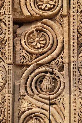 Stone carving on Qutab Minar, Delhi, India Ancient Architecture ASIA India New Delhi Qutb Qutub Minar Bas Relief Carving Column Heritage History Islam Landmark Minaret Monument Mosque Mughal Muslim Ornate Pattern Pillar Religion Ruin Temple