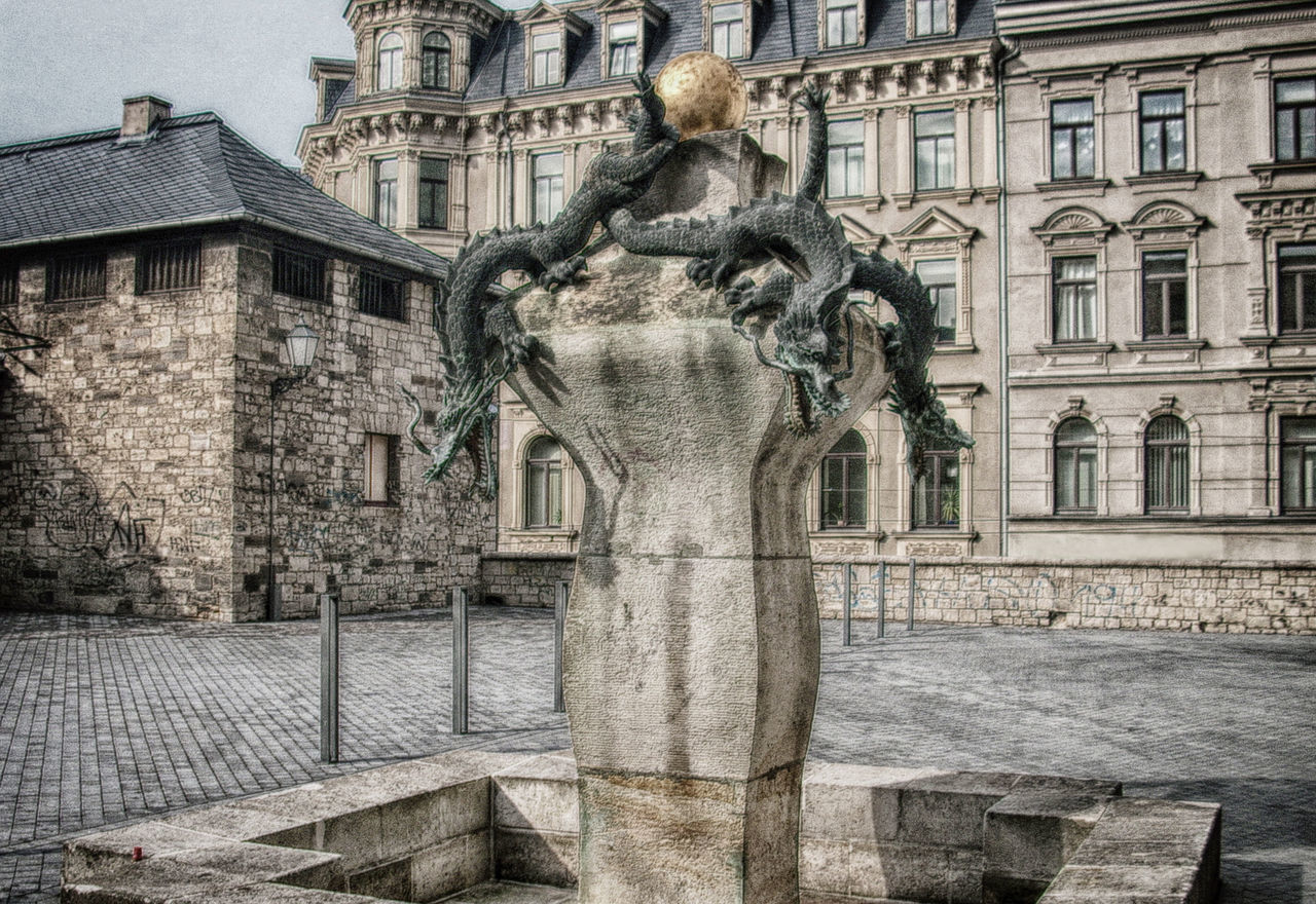 STATUE OF HISTORICAL BUILDING