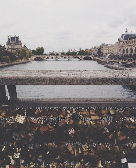 Paris Pont Love Hello World