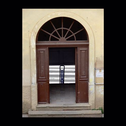 En Corse, pays béni des dieux... Gate Corse Corsica Symmetrical