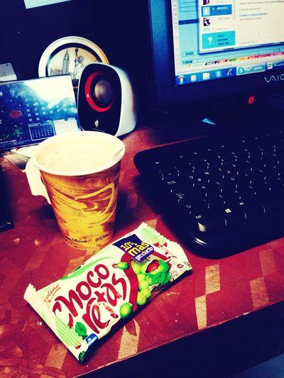 Un rico cafe con unas chocoretas :3! Coffee Break My Working Desk