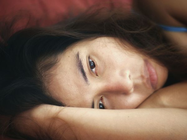 Sao Resting Horizontal Portrait Of A Woman Portrait Photography Portrait Resting Lying Down Fujian 35mm F1.7 Cctvlens Only Women One Person One Woman Only Depression - Sadness Portrait Adult Close-up Indoors  Headshot Beautiful Woman Women Young Adult Day People One Young Woman Only