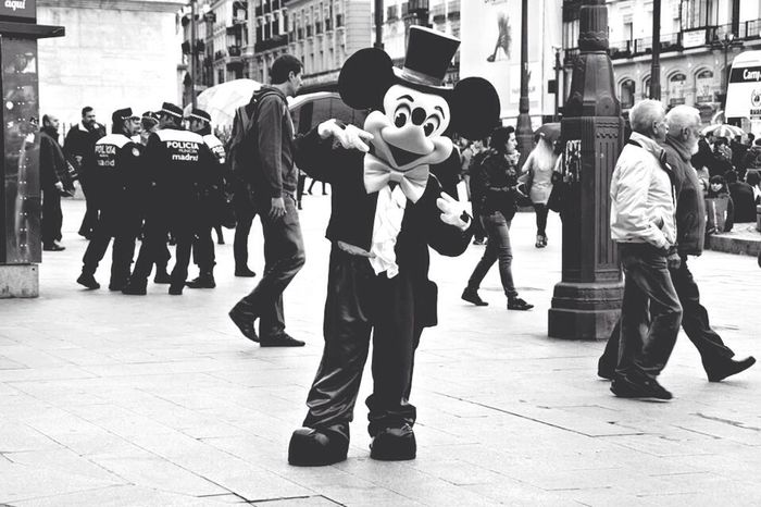 Learn & Shoot: Working To A Brief Relaxing Check This Out Hi! Hello World Hanging Out Enjoying Life Taking Photos Black & White Beautiful Popular Photos Cheese! Mickey Mouse Madrid SPAIN