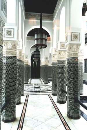 Find a beautiful place and get lost . Architecture Built Structure Marrakech Marrocaine Architecture Maroccan Touch Maroccan Style Maroccan Pattern Pattern, Texture, Shape And Form Pattern Art Design White Pattern Marocco
