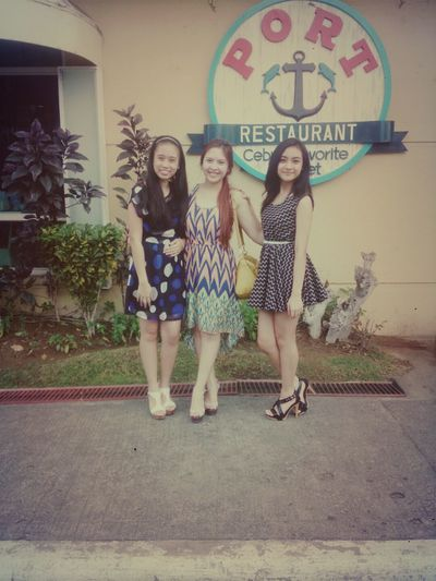 Lunch with these gurls Lunch Time! Friends ♥ Fun Beautiful Girl