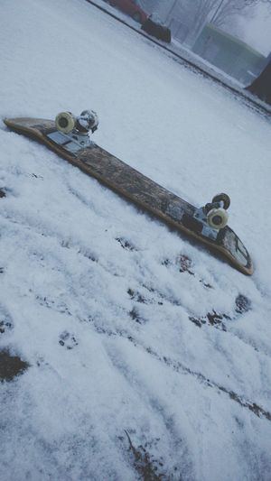 Skate in the snow Skateboarding Goog Morning Snow ❄ Enjoying Life Skatelife Good Times