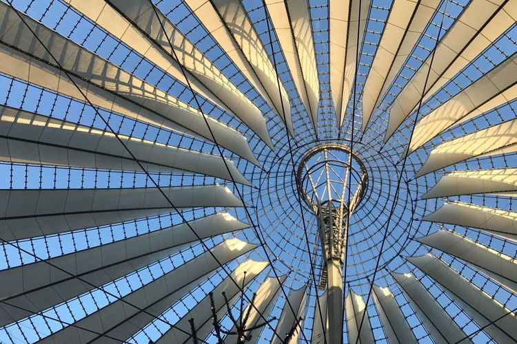 immer wieder schön! Famous Place From My Point Of View Light And Shadow Modern Ceiling Architecture Indoors  Pattern Built Structure Futuristic City Concentric Skyscraper Roof Innovation Steel Sky Space No People Day Shades Of Winter The Graphic City The Architect - 2018 EyeEm Awards