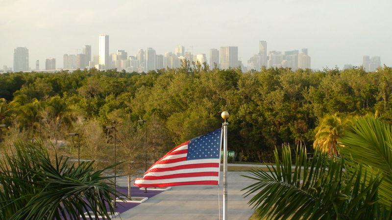 Key Biscayne Flag American City Travel Destinations Vacations Tourism États-Unis Gratte Ciel Vacances Drapeau