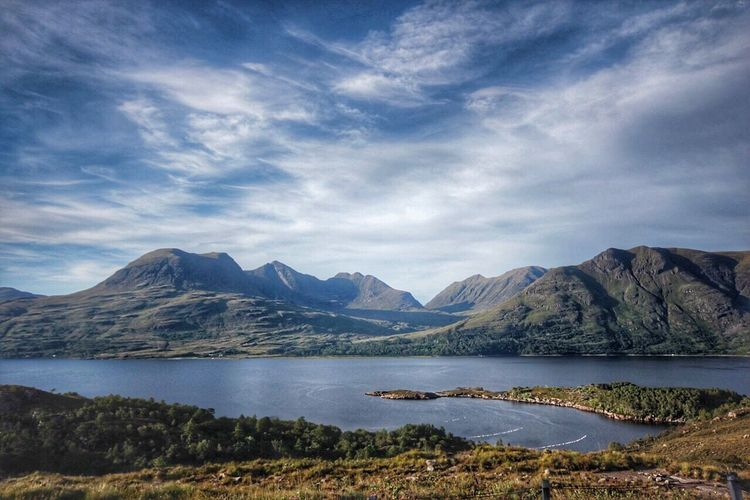 Scotland in the peak of summer is hard to beat Scottish Landscape Highlandsofscotland Canon60d Scottish Highlands Stunning Stunning_shots Torridon Inverness Highlands Canonphotography Onthemove Landscape_Collection Landscapeofscotland
