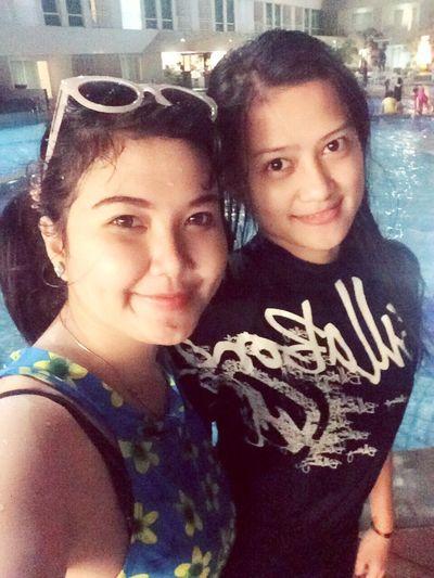 Hello World Swimming Pool Bestfriend