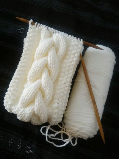 My favorite thing 😍 Lieblingsteil Indoor Photography Indoor EyeEm Vision YaksCollection Knitting Knitting Project Knitter Knitting Scarf Cable Knitting White Yarn Knitting Needle