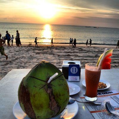 Bali Sunset Sun_set Sea beachjimbaran_beachislandindonesiasuncliudspeoplecoconutبالياندونيسياغروبغروب_الشمستصويريسماء