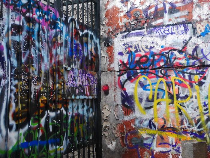 Woow 😏👀 Paris, France  Graffiti Paris Beautiful Wall Panasonic  Lumixgx7 Nofilter Allysdms Enjoying Life