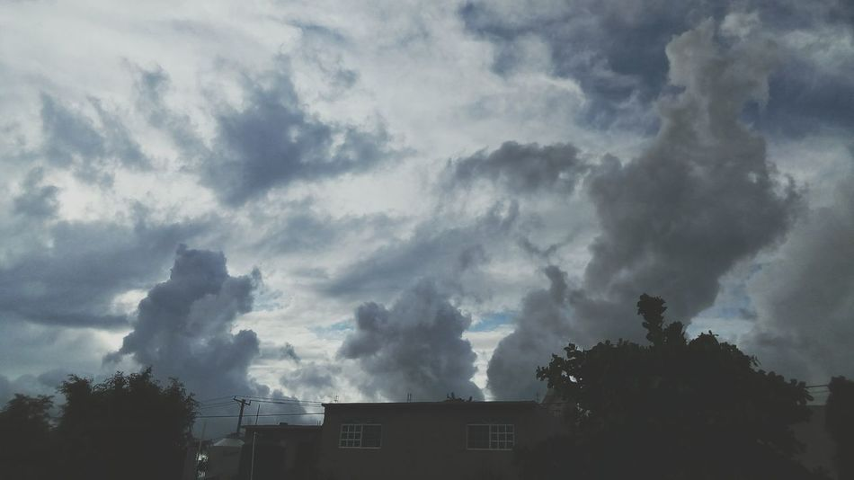 Miedo en casa House Artlop Scary Houses And Windows #Arte #Mx #loscabos #nubes No People Outdoors Sky Day Storm Cloud Nature