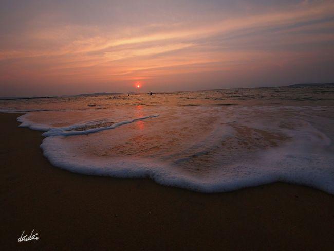 人に活力をもたらすのは結局人だということなのだろう E-PL3 Beach Sunset Sky And Clouds White Wave Noedit