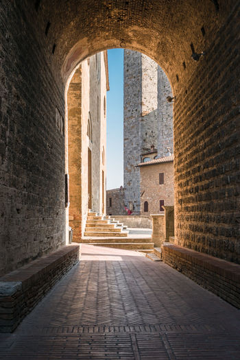 View of the alleys of the historic center of the village of san gimignano, a heritage of humanity