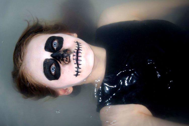 Skull Face Ophelia John Everett Millais Skull Makeup Bathroom Pics Photography Drowning Water Surface Goth Girl Punk Alternativemodel Edgyfashion Skeleton Death