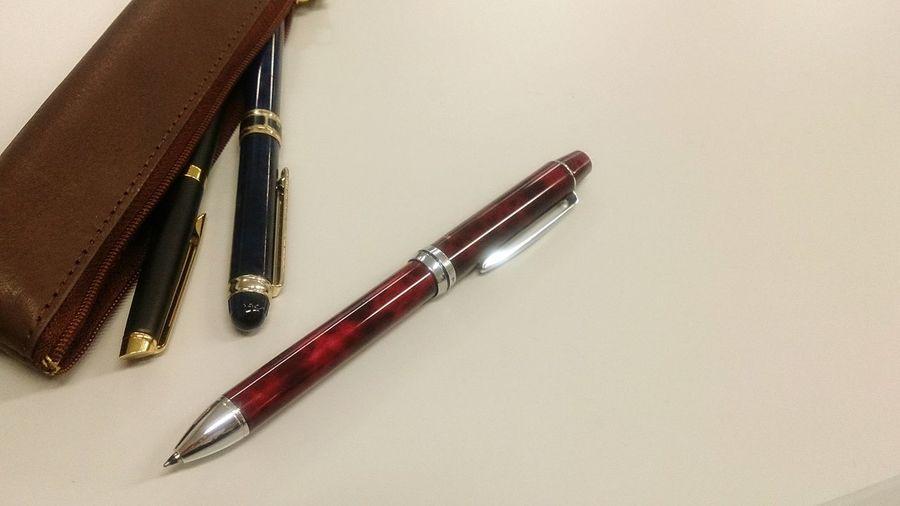 ( *・ω・)ノ Ballpoint Pen Pen Colors From My Point Of View Hello World Taking Photos EyeEm Gallery On The Table Light Pencase