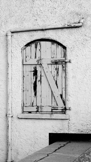 'Back Entrance' Architecture Door Old Door Piping Aldeburgh Blackandwhite -- B The Architect - 2017 EyeEm Awards