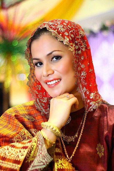 old malay woman fashion
