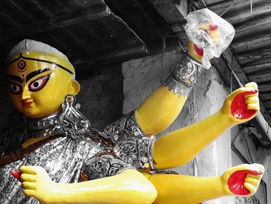 || শুভ পঞ্চমী || (Subho Panchami) . . Durgapuja PujaCommences DurgaPuja2015 BongFestival Bong Festivalsofindia FestivalsOfKolkata IndianFestivals Calcutta Kolkata Kolkata_igers Ig_calcutta Calcuttacacophony Onlyinbengal _soi _cic Streetsofcalcutta Lonelyplanetindia LPInstaTakeover Lonelyplanet LPIndia LPO Festival India Photography everydaykolkata