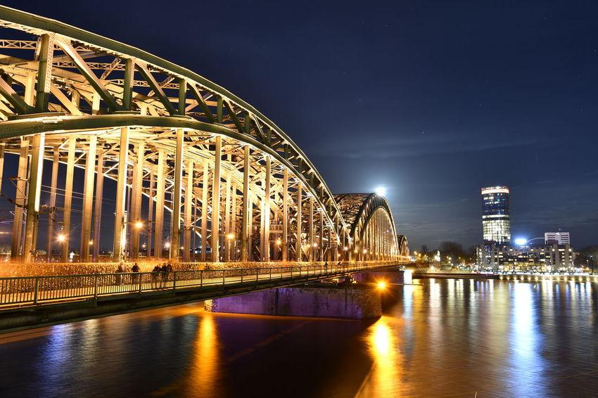 Cologne Cologne , Köln,  Deutschland Köln Moon Bulb Bulbphotography Bulbs Germany Langzeitaufnahme Langzeitbelichtung Moonlight