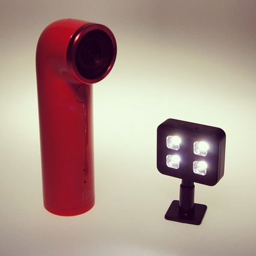 Dream-team. Only question left: How to mount the @i_blazr to the @REbyHTC? Iblazr REbyHTC Ledlight