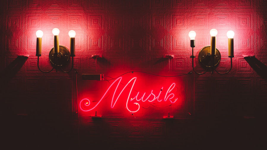 Musik Illuminated Indoors  Light And Shadow Lighting Equipment Music Nightlife No People Red MusicLove Xpro2 The Week On EyeEm Editor's Picks