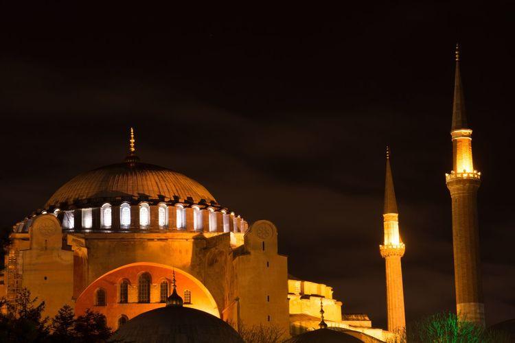 Hagia Sophia-Turkey Tourism Destination Citytrip CityTour Destination Blaue Moschee Hagia Sophia Turkey Istanbul Moschee Architecture Religion Built Structure Building Exterior Illuminated Travel Destinations History Outdoors Night Spirituality No People City