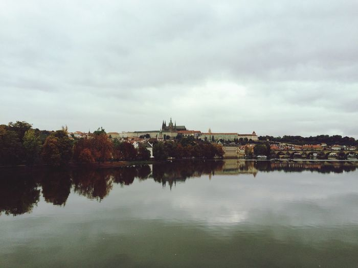 Charles Bridge Charles Bridge,Praha Bridges Prague Prague♡ Fall Beauty Fall Autumn Autumn Colors