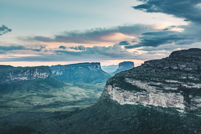 Golden hour in my favourite national park of Brazil - Chapada Diamantina. Beauty In Nature Cliff Cloud - Sky Darkness And Light Day Discover  Dramatic Sky Explore Golden Hour Jungle Landscape Mountain Mountain Range Nature No People Outdoors Scenics Sunset Table Mountain Tranquil Scene Tranquility Travel Travel Destinations Traveling Valley Sommergefühle Lost In The Landscape