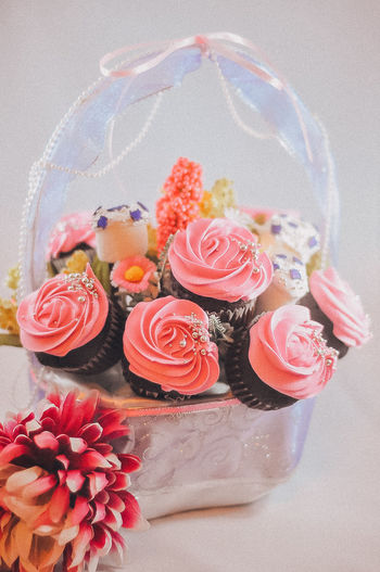 Bouquet of cupcake and marshmallows in a rattan basket. A gift to a woman on valentines day, birthday and anniversary. Cakes Cupcake Time Cupcakes Basket Bouquet Bouquet Of Flowers Bouquet Of Roses Bouquet Roses Buttercream Buttercream Rose Close-up Cupcake Cupcake Colors Cupcakes! Day Hamper No People Sweet Food