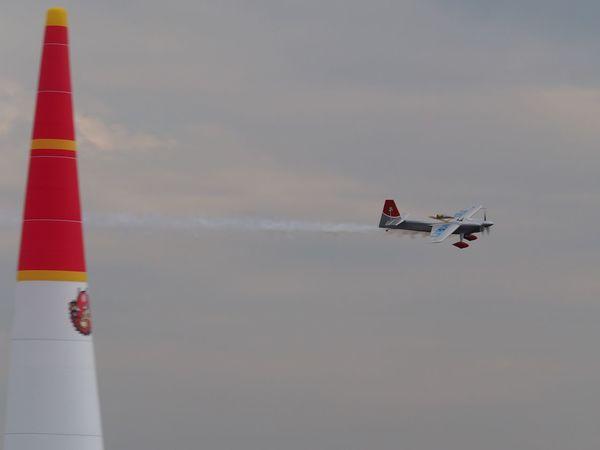 今週末は、いよいよ Red Bull Air Race です。去年に続き、今年も行きますよっと(´▽`) This weekend it is Red bull Air race!! I'm go this year too.😄👍 Air Race Redbull Air Race 2017 Air Show Enjoying Life Airplane Aircraft The Purist (no Edit, No Filter) EyeEm Best Shots Snapshot Taking Photos Walking Around お写ん歩