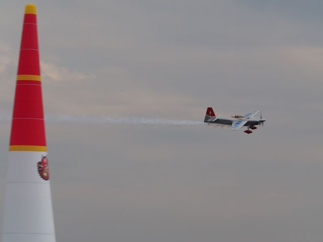 今週末は、いよいよ Red Bull Air Race です。去年に続き、今年も行きますよっと(´▽`) This weekend it is Red bull Air race!! I'm go this year too.😄👍 Air Race Redbull Air Race 2017 Air Show Enjoying Life Airplane Aircraft The Purist (no Edit, No Filter) EyeEm Best Shots Snapshot Taking Photos Walking Around お写ん歩