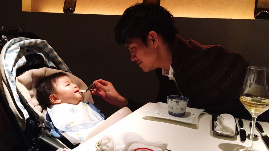 my husband gave my son babyfood ✨I was able to take a breather today...💕 thank you for very happy white day 💝 Father & Son Family Time Family❤ Thankyou Whiteday
