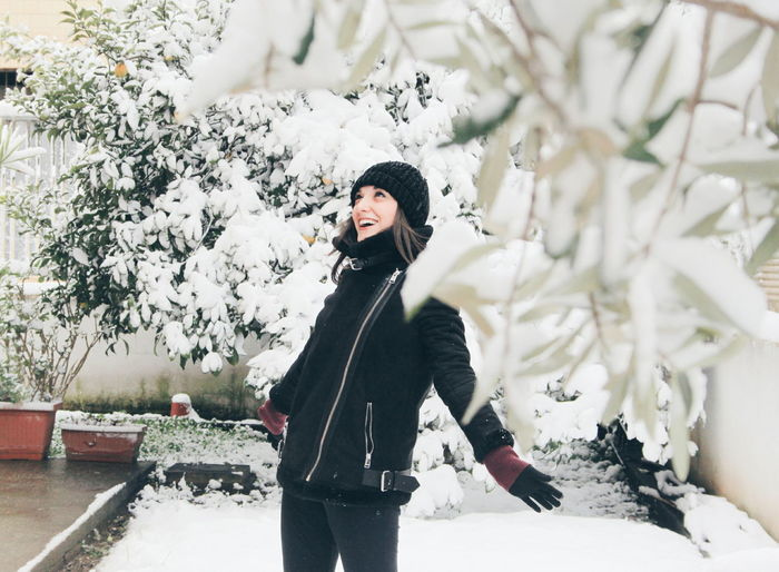 neve a roma Warm Clothing Young Women Tree Snow Cold Temperature Beauty Portrait Smiling Winter Women