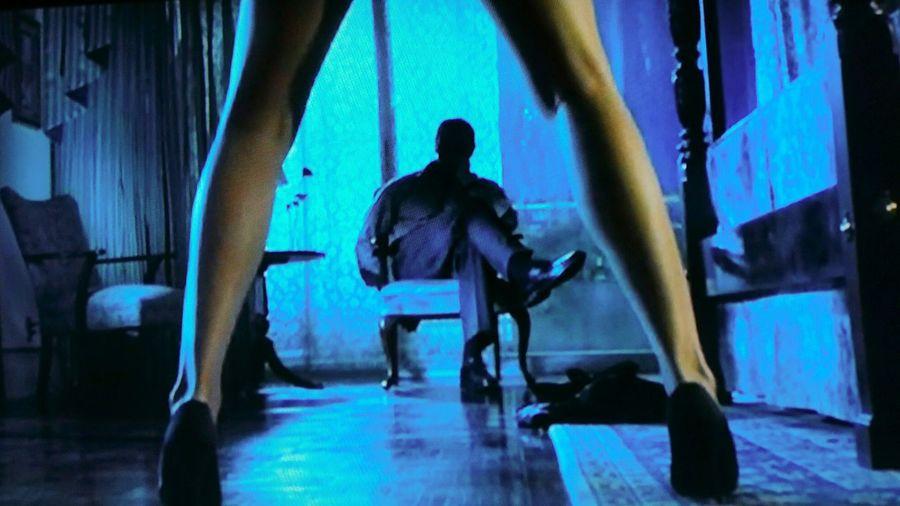 La sensualité... Femme objet... It's the picture from the movie of true lies... Truelies MOVIE Escortgirl Escortlife Night Sexygirl Sexyleg Legs Film Soiree <3 Curtis
