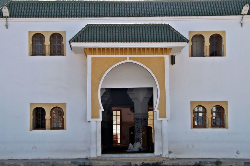 Façade Fenêtres Lampes Arch Architecture Architecture Musilmane Building Exterior Built Structure Day Door Face Islamic Architecture Maroc Mosquee No People Outdoors Place Of Worship Porte éclairage