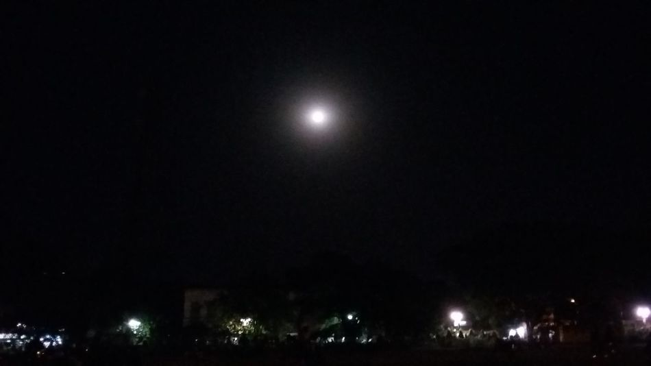Light And Shadow Taking Photos Hello World Moon Moon Light Beauty In Nature Beautiful Night Sky Check This Out Goodnight