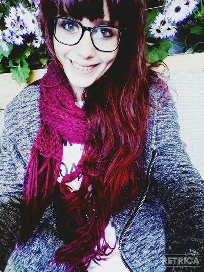 Cheveux acajou: le retour! Taking Photos Hello World Smile :) Hi! That's Me Selfie New Hair Color Red Hair Relaxing Happy