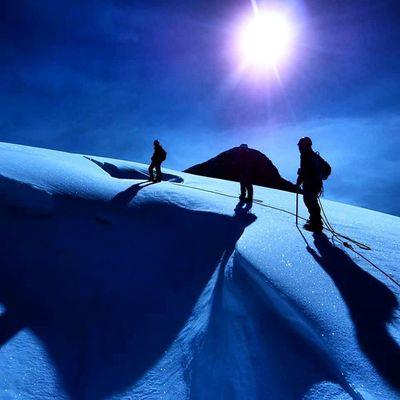 Grupo de escaladores ascendido por una de las vertientes del glaciar del pico Humboldt en el parque nacional Sierra Nevada en Mérida Venezuela Venezuelatravel Venezuelaes Gotravelfree Gf_venezuela Gf_colombia IG_GRANCARACAS IgersVenezuela Insta_ve Instapro_ve IG_Venezuela InstaLoveVenezuela Instafoto_ve Instaland_ve Destinomaschevere Tequierovenezuela Thisisvenezuela Icu_venezuela Ig_lara Igworldclub Ig_tachira IG_Panama Instaland_ve Elnacionalweb instapro_ve ig_venezuela