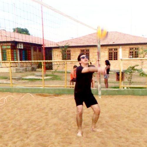 ensinando o @kayamlima_ Voleibol Voleiboldepraia Vôleidepraia Volei Esporte Sol Areia Beachvolley Volleyball Rayban Boavistarr Brasil