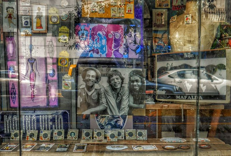 https://youtu.be/Z0zyWdGY8z0 Authentic Moments Capture The Moment Escaparates Escaparates Bonitos Escaparate único Escaparate De Una Tienda Shopping ♡ Music Photography  Reflection viva la musica Buenos Aires, Argentina
