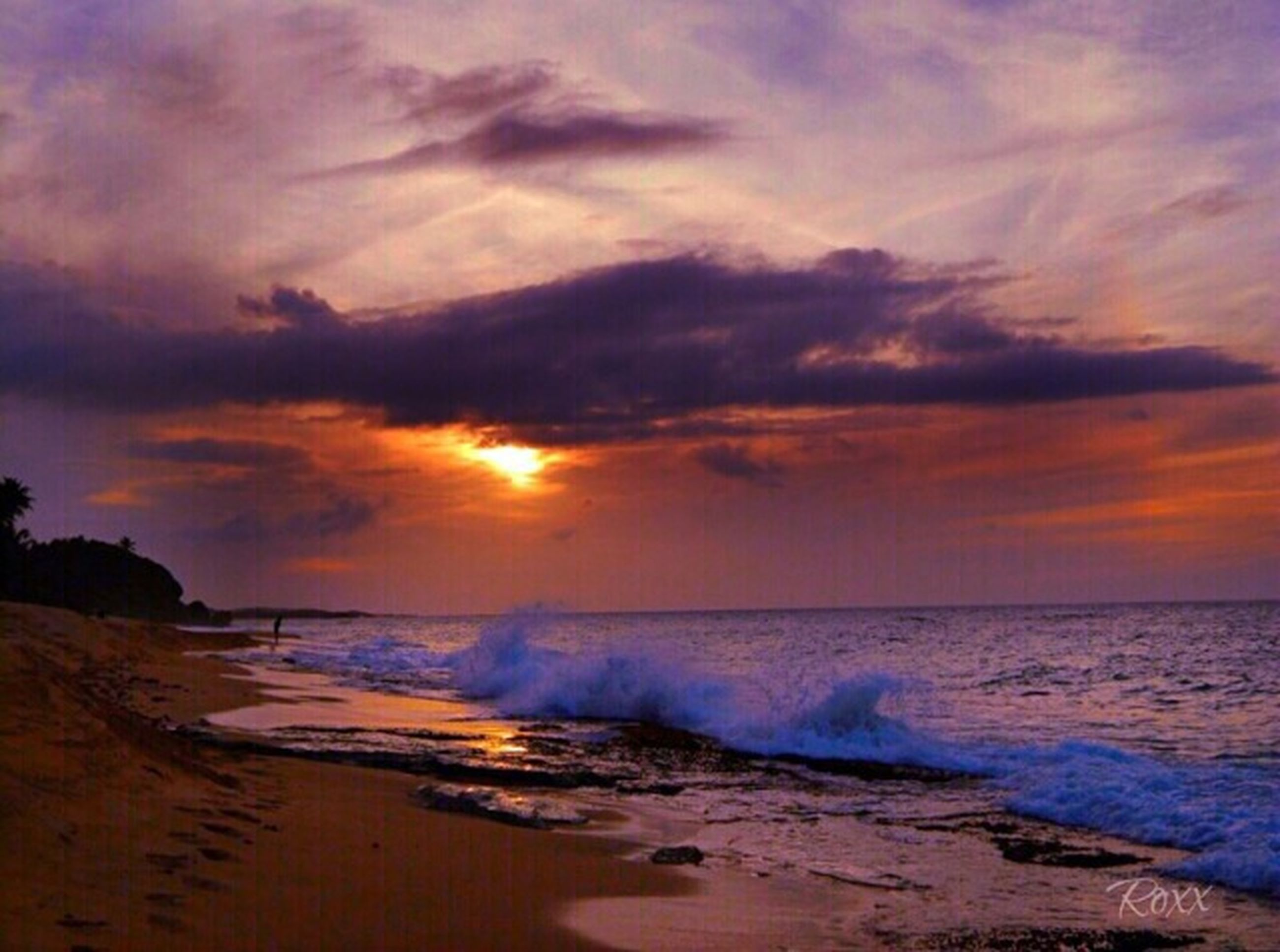 sunset, water, sea, beach, scenics, sky, beauty in nature, tranquil scene, shore, tranquility, cloud - sky, horizon over water, nature, orange color, idyllic, wave, dramatic sky, sand, cloudy, cloud