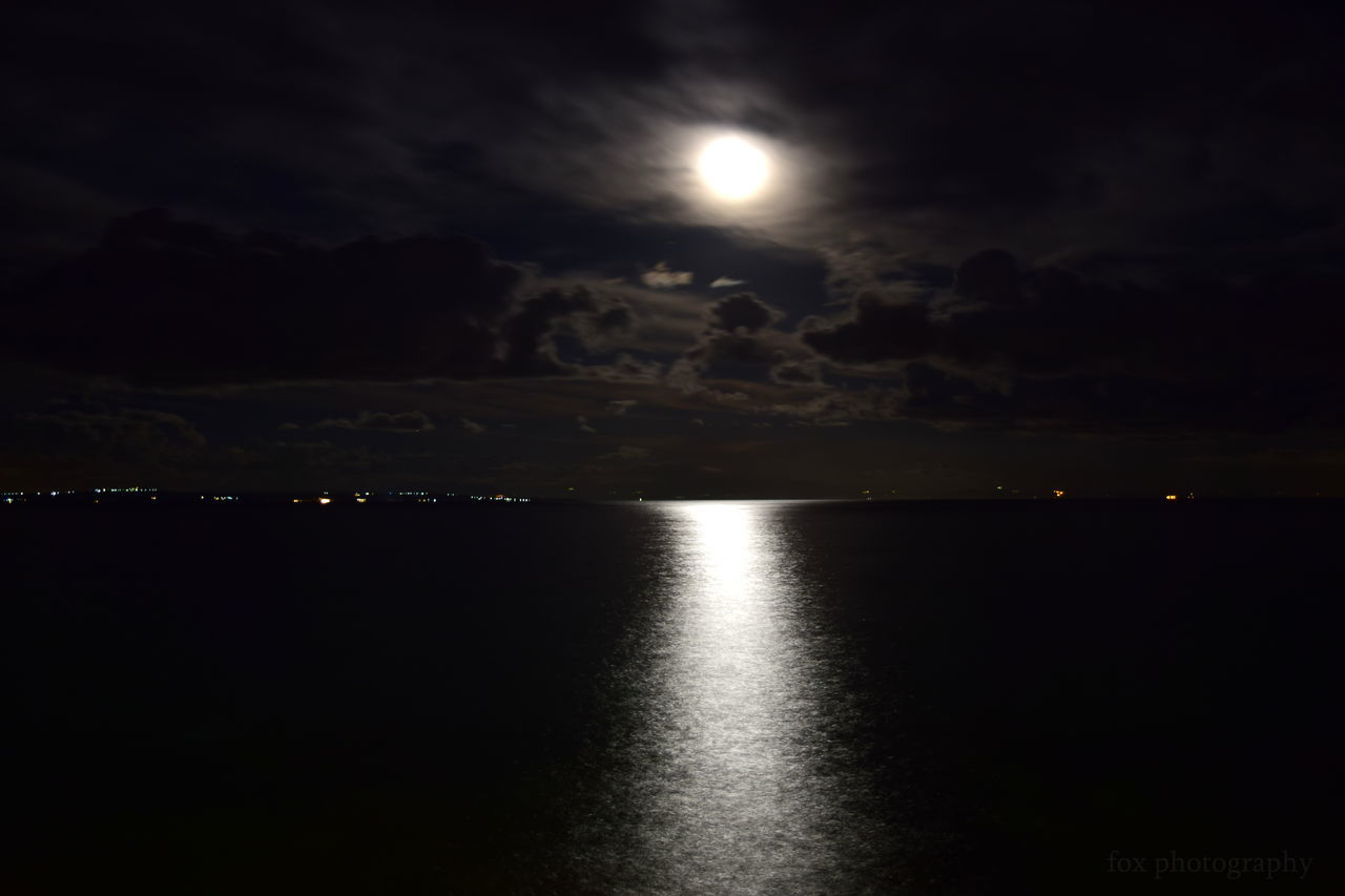 moon, night, sky, nature, scenics, beauty in nature, illuminated, sea, tranquil scene, water, tranquility, moonlight, no people, outdoors, horizon over water, astronomy
