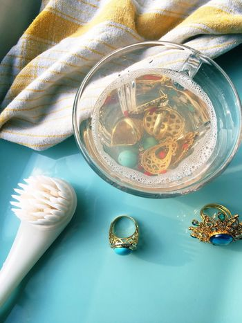 Cleaning flea market jewelry Vintage Flea Market Finds Rings Jewellery Jewelry Schmuck Cleaning Soaking  Ring Brush Close-up Cleaning Jewelry Soak Fleamarketfinds