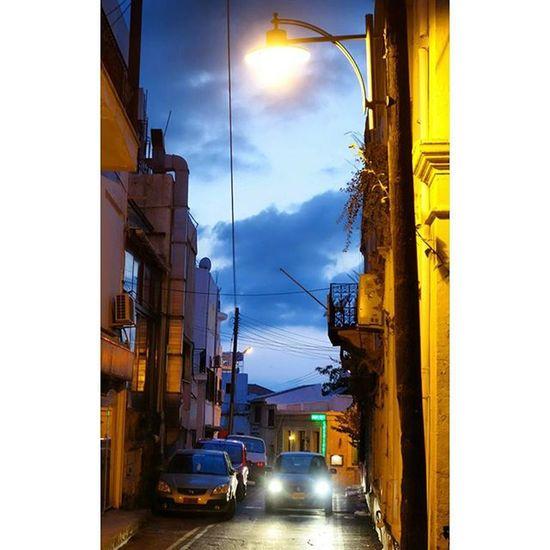 거리에 가로등불이 하나 둘씩 켜지고 검붉은 노을너머 또 하루가 저물때...다. Kyrenia Girne Cyprus 지중해 Mediterranean