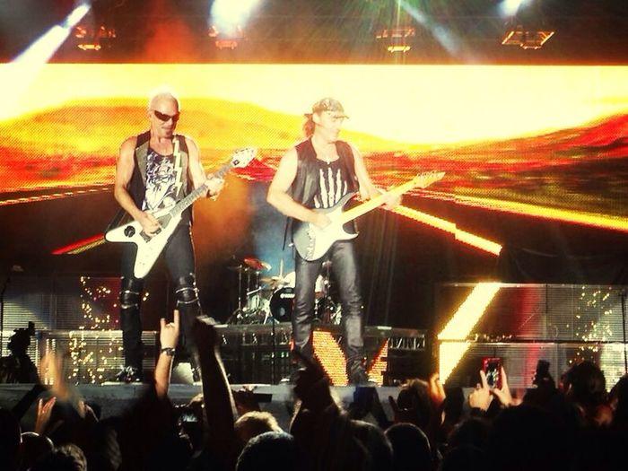 Beautiful concert of Scorpion!! their guitars are beautiful!! *.* <3 Scorpion Concert Guitar Hanging Out