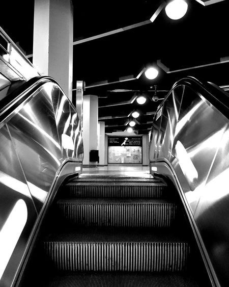 http://youtu.be/GrC_yuzO-Ss ... 🚶🏻 Tadaa Community Taking Photos Beauty Is In The Eye Of The Beholder Snapshots Of Life Love My Hometown IPhoneography From My Point Of View Black And White Light And Shadow Blackandwhite Black&white Monochrome Fortheloveofblackandwhite Capture The Moment Urbanexploration Urbanphotography Urban Geometry Always Running Vanishing Point